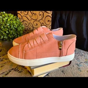 Canvas dusty rose sneakers size 6.5 zips at ankle